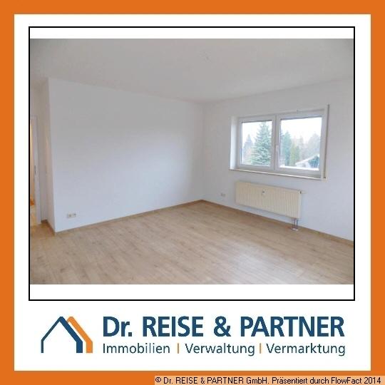 ** Helle und frisch renovierte 4 Raum Wohnung mit Balkon! **