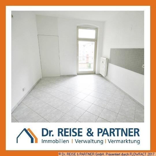 Schöne 2-Raum-Wohnung mit großer Küche und Balkon!