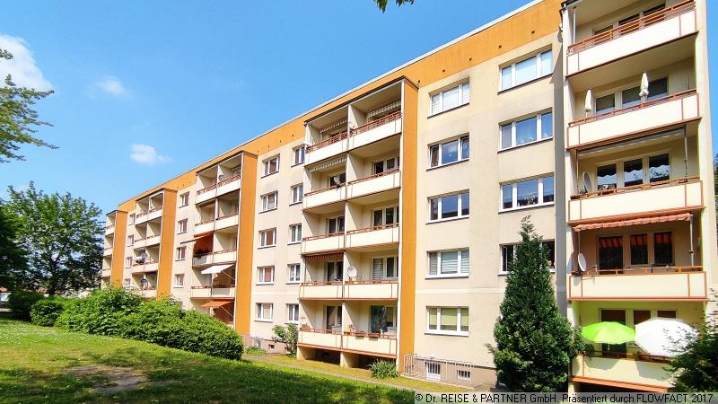 Die gute Adresse! - Frisch renovierte 3-R-Wohnung mit Tageslichtbad & Balkon!